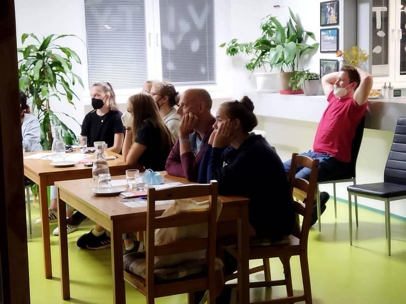 Science Café v berounském domově dětí a mládeže.