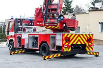 Berounští profesionální hasiči mají nový repasovaný žebřík.