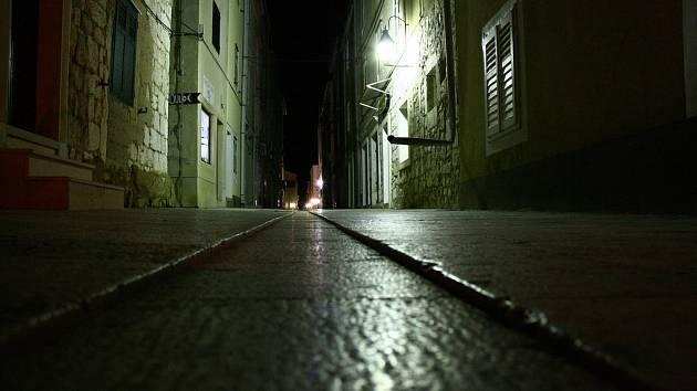 Lidé se bojí temných ulic