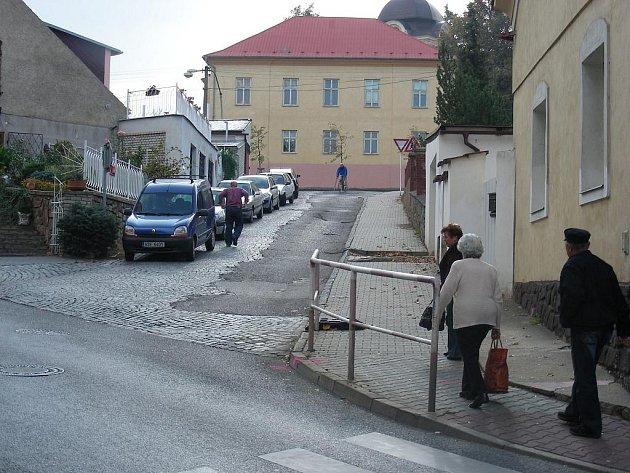 V Hořovicích uzavřeli ulici K Labi, nakonec jí ale nikdo neopravil.