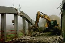 Bourání mostu bylo náročné