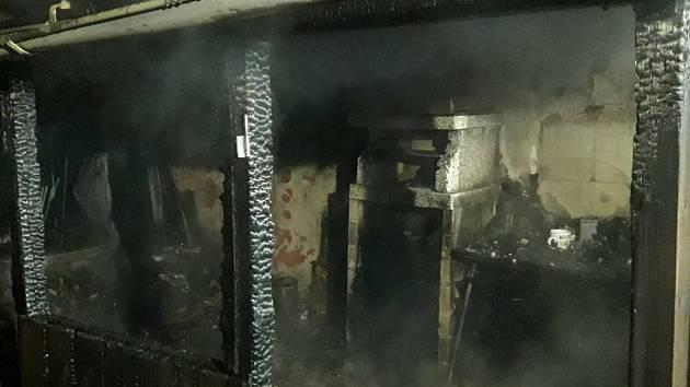 Z požáru pergoly v obci Točník 28. června 2020.