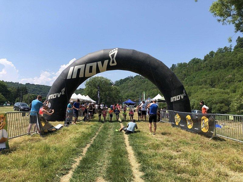 V sobotu 19. června proběhlo další klání seriálu INOV-8 Krosový pohár 2021. Tentokrát se běželo jižně od Prahy nad vesničkou Pikovice.