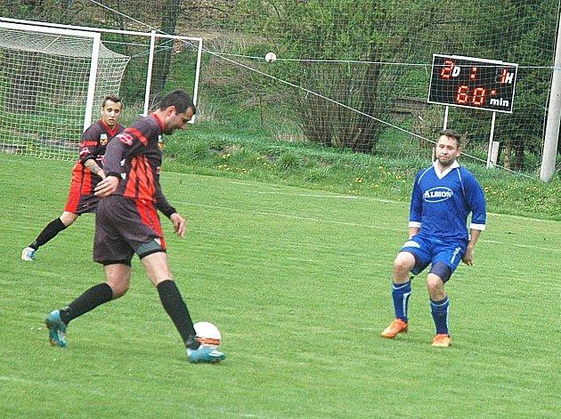 V utkání B skupiny třetí fotbalové třídy překonaly Praskolesy béčko Hostomic 4:1.