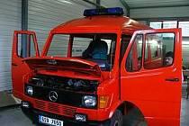 Zdičtí hasiči si sami opravili vozidlo Merdcedes 308