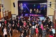 O patnáctý a jubilejní ročník Městského plesu v Králově Dvoře byl veliký zájem.