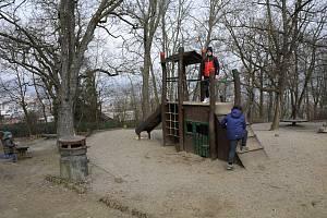 Dětské hřiště u berounského medvědária.