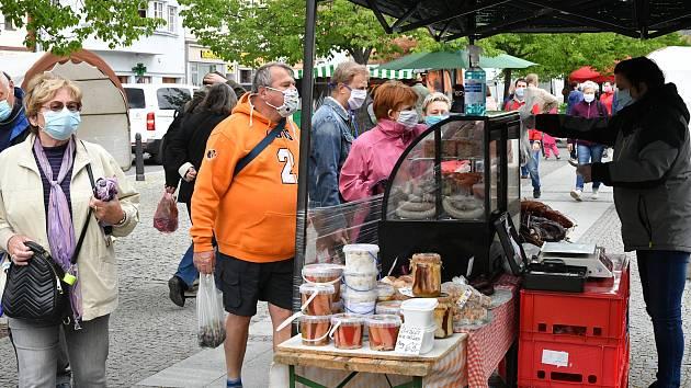 Na berounském trhu prodejci nabízeli především zeleninu a květinovou i zeleninovou sadbu.