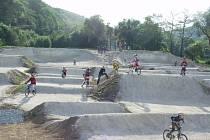 BMX dráhu v Nižboru v současné době pokrývá sníh. Už začátkem jara však trať  projde úpravou a cyklisté opět vyjedou.