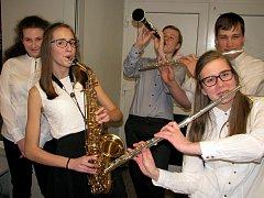 Orchestr Základní umělecké školy Josefa Slavíka Hořovice při víkendovém setkání ve velkém sále Kulturního klubu Žebrák zahájil sérii svých letošních vystoupení.