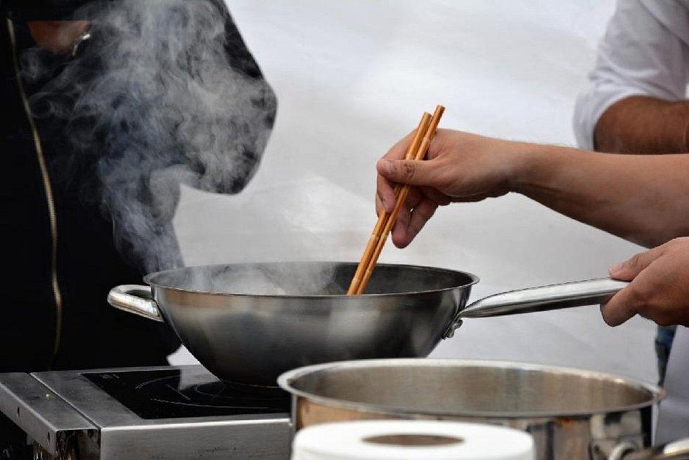 Oblíbený Letní festival plný kulinářských specialit  a doplněný příjemnou hudbou se opět po roce uskutečnil v zahradě Kladenského zámku. Pochoutky i mediální hvězdy přilákali do areálu na setkání opět mnoho návštěvníků z Kladna i okolí.