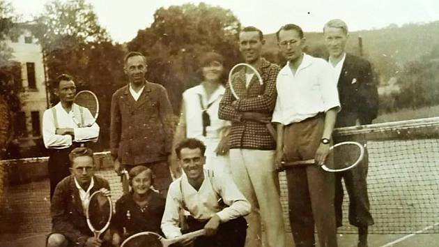 Tenisté v Loděnici u Berouna ve 30. letech 20. století.