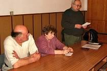 Na veřejném zasedání zastupitelů města Hostomice bylo předloženo několik zpráv. Jednalo se například o výstavbu vodovodu a kanalizace a provoz městských lesů. Jejich správcem je Václav Valtýř