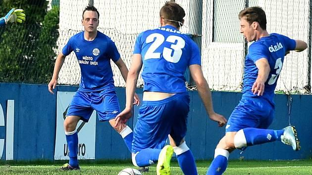 Daniel Zelenka střílí vítězný gól.
