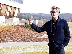 Americký herec a představitel Jamese Bonda Pierce Brosnan přijel do Berouna hrát golf.