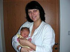 Novopečená maminka Romana Appeltová chová v náručí dcerku Moniku, kterou přivedla na svět společně se svým manželem Ondřejem 1. listopadu 2014. Monička vážila po porodu 3,55 kg a měřila rovných 50 cm. Rodinka má domov v Králově Dvoře.