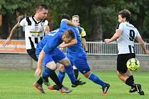Zdice (v pruhovaném) doma dobyly první výhru sezony, Doksy porazily 1:0. Foto: Pavel Paluska