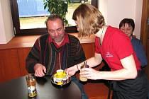 Podávala se první káva v nekuřácké kavárně v prostorách bývalých kasáren