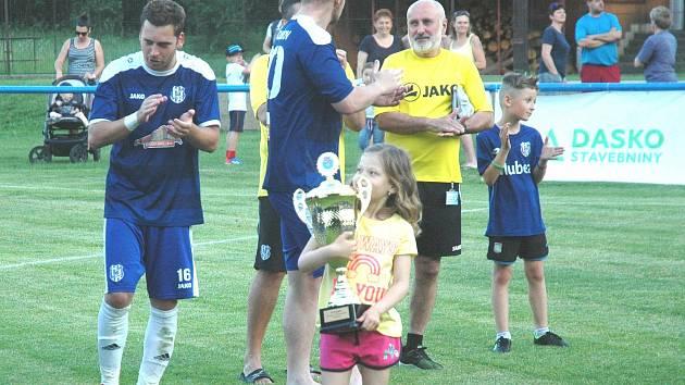 Jako posledním zatím středočeský pohár vyhráli v roce 2019 fotbalisté Komárova.