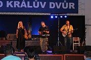Koncerty, které se v rámci letošního Kulturního léta v Králově Dvoře konají, navštívily už stovky lidí.