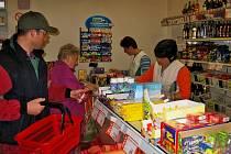 Prodejnu potravin v Osově pravidelně využívají nejen místní, ale za nákupy sem často dojíždí i lidé z okolních obcí