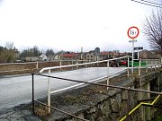 Začátkem týdne byla stržena chatrná konstrukce mostu v Suchomastech