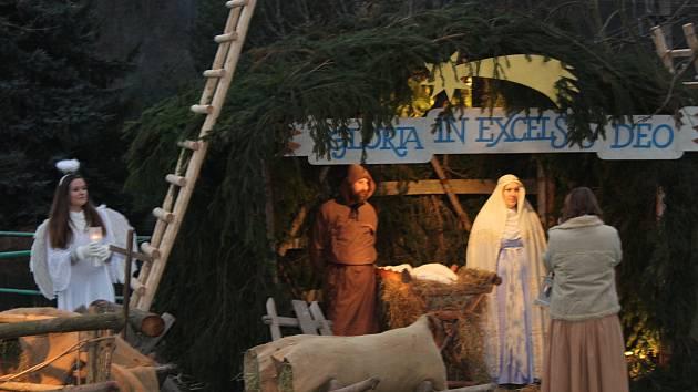 Živý Betlém v Otročiněvsi přilákal stovky návštěvníků z širokého okolí.