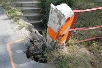 Vjezd do Berouna brzdí propadlá vozovka