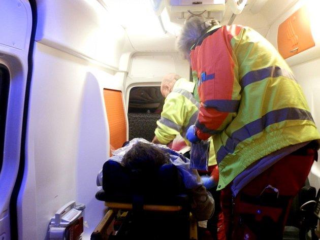 Řevničtí záchranáři porodili v sanitce zdravou holčičku