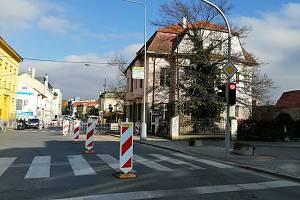 Vzhledem k havárii na plynovém potrubí je omezena doprava v těsné blízkosti křižovatky na třídě Politických vězňů v Berouně.