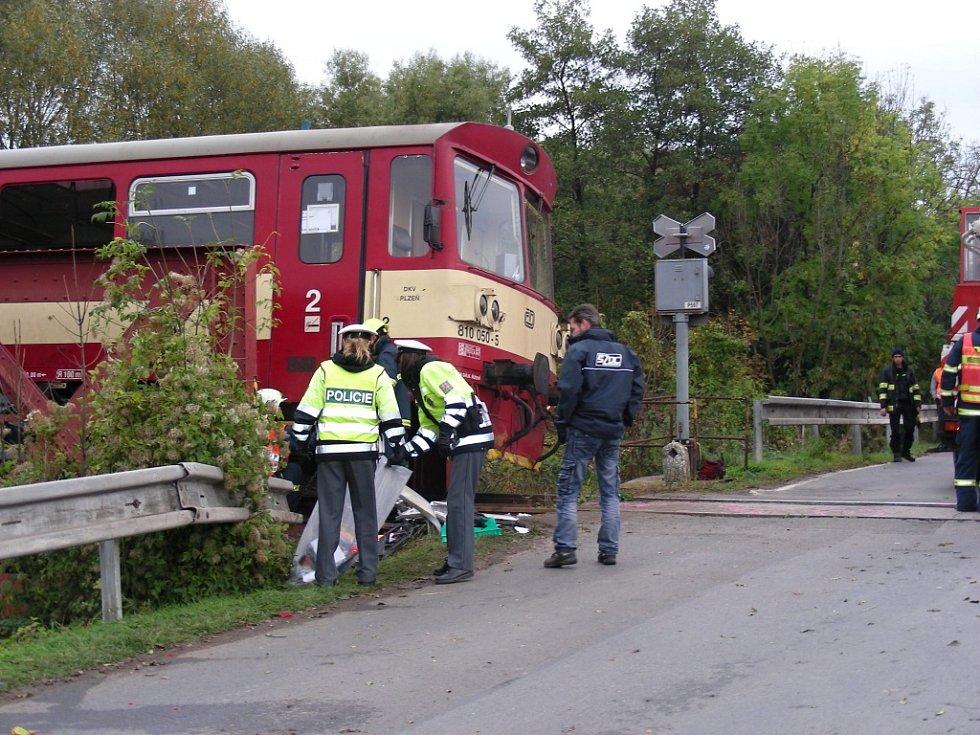 Srážka vlaku s osobním vozidlem u Lochovic