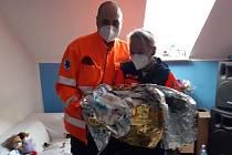 Hořovická posádka rychlé lékařské pomoci pomohla v sobotu 7. listopadu 2020 na svět netrpělivému chlapečkovi, který už na transport do zdravotnického zařízení čekat nechtěl.