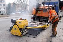 Novou technologii při opravě silnic vyzkoušeli i Hořovičtí
