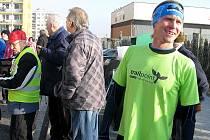 Na start Silvestrovského běhu a závodu horských kol se v Králově dvoře postavilo pět desítek účastníků