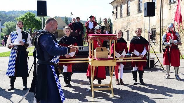 Z královského průvodu vévody Štěpána II. Bavorského v Králově Dvoře.