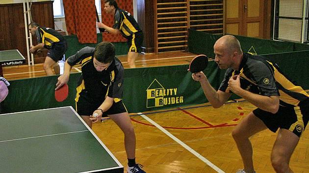 Stolním tenistům Králova Dvora B se ve třetí lize daří