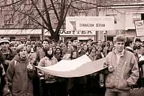 Mezi demonstranty na Husově náměstí v Berouně byli v listopadu roku 1989 i studenti.