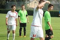 Václav Komínek slaví jeden z gólů Komárova.