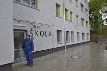 Budova Základní školy Františka Josefa Řezáče v Litni.