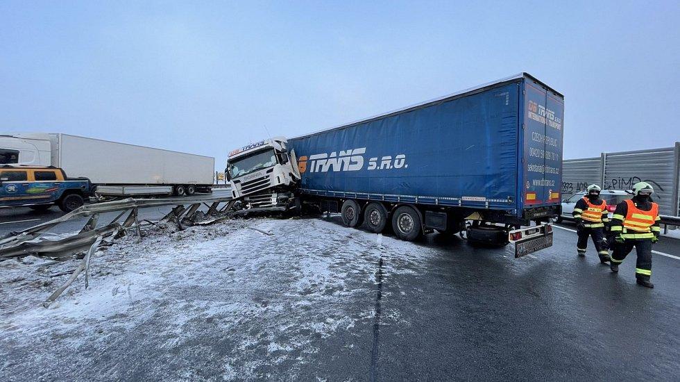 Nehoda kamionu.