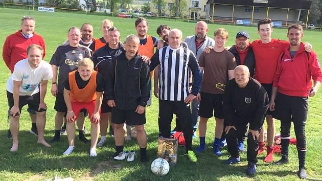 První trénink fotbalistů Hostomic v úvodu května.