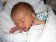 K TŘÍLETÉMU Péťovi přibyl 8. prosince 2017 bráška Jiří Poledník. Jiříček vážil po porodu 3,21 kg a měřil 51 cm. Manželé Petra a Jiří si synka odvezli domů do Doubku.