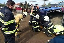 Specializační kurz pro dobrovolné hasiče v Králově Dvoře zaměřený na vyprošťování osob u dopravních nehod.