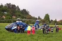 Ženu převezl vrtulník do pražské nemocnice
