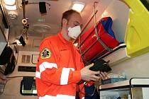 Zdravotnická záchranná služba objednala speciální masky