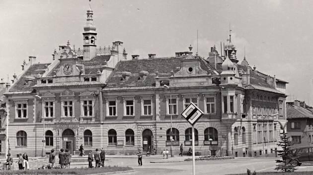 Městská radnice v Hořovicích někdy kolem roku 1970.