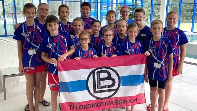 Nejmladší plavci Lokomotivy Beroun na závodech v Domažlicích.