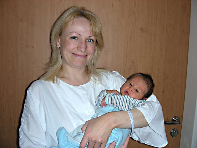 Hana Tillerová chová v náručí syna Nikolase, kterého přivedla na svět 7. března 2014 a udělala tím velkou radost dcerce Anetce (3 r. 3 m.), která si brášku moc přála. Chlapeček vážil po porodu 3,42 kg a měřil 48 cm. Šťastný tatínek Václav Frauz si maminku