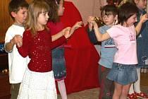 Děti překvapily své rodiče mazurkou