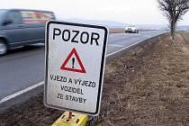Řidiči pozor! Na Žebráckou silnici vyjíždějí vozidla stavby